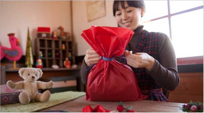 1420032625966320 Wrapping Gifts Will Never Be The Same Once You Know These 11 Epic Hacks