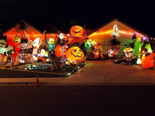 1420350039924340 These Neighborhood Houses Are Doing Halloween Better Than You.